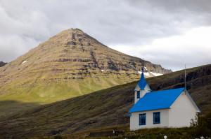 Island reseskildring pittoresk kyrka