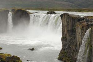 Island reseskildring Godafoss (gudarnas vattenfall)