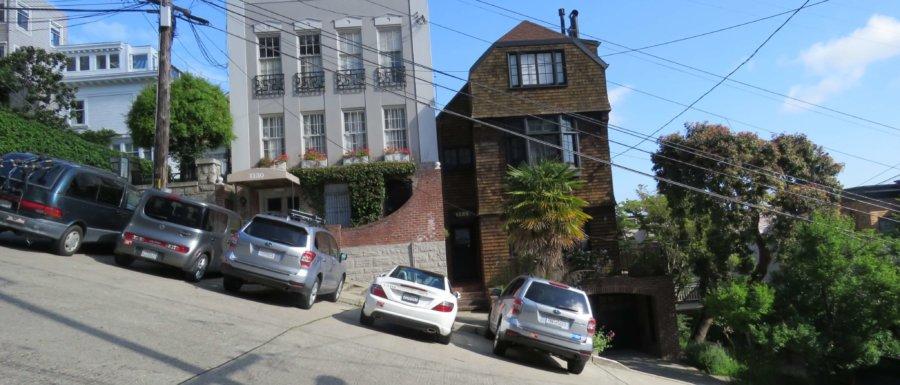 Filbert Stret - steepets street in San Fransisco