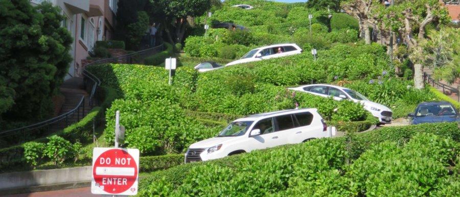 Lombard Street - (Näst) krokigaste gatan i San Fransisco  8 kurvor, 180m, max 8km/tim