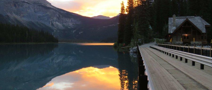 Tidig morgon 4.30 vid Emerald Lake - magiskt vacker