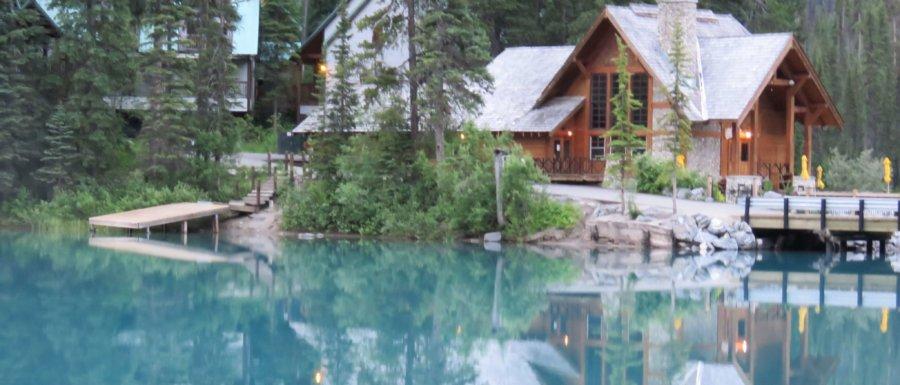 Tidig morgon 5.00 vid Emerald Lake - magiskt vacker