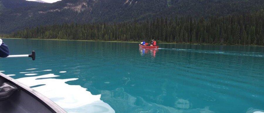 Kanottur på smaragdgröna Emerald Lake