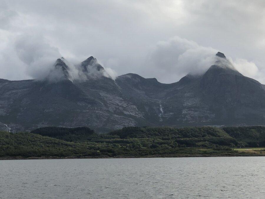 Sju systrarna (ej att förväxla med vattenfallen med samma namn)